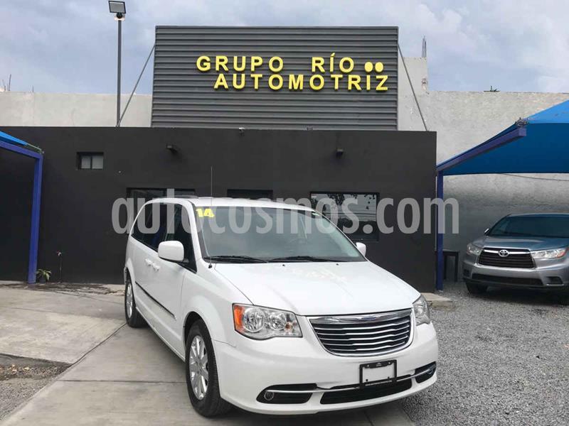 Chrysler Town and Country Touring 3.6L usado (2014) color Blanco precio $219,000