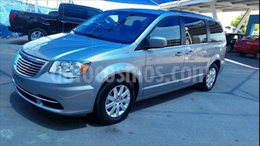 Chrysler Town and Country Touring 3.6L usado (2016) color Plata precio $250,000