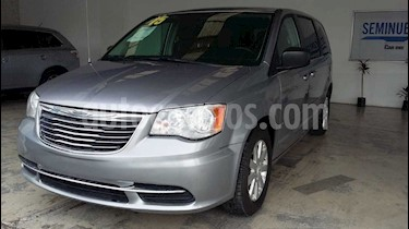 Chrysler Town and Country Li 3.6L usado (2015) color Plata precio $220,000