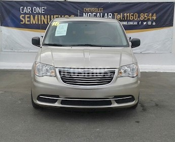 Foto Chrysler Town and Country Touring 3.6L usado (2016) color Plata Martillado precio $215,000