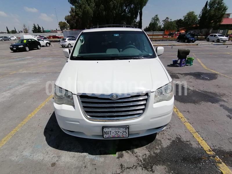 Chrysler Town and Country Limited 3.6L usado (2010) color Blanco precio $122,000