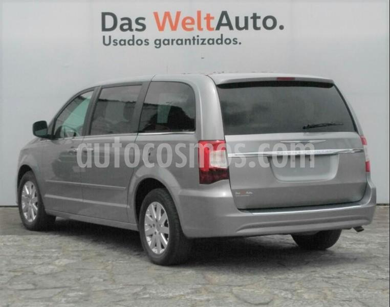 Chrysler Town and Country Li 3.6L usado (2016) color Plata Dorado precio $215,000