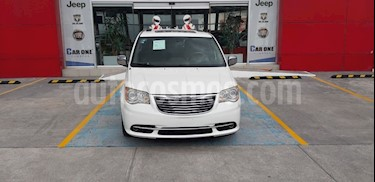 Chrysler Town and Country Limited 3.6L usado (2012) color Blanco precio $185,000