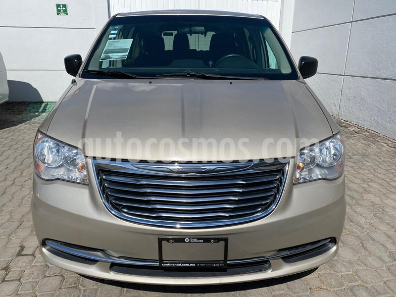 Chrysler Town and Country Touring 3.6L usado (2016) color Dorado precio $230,000