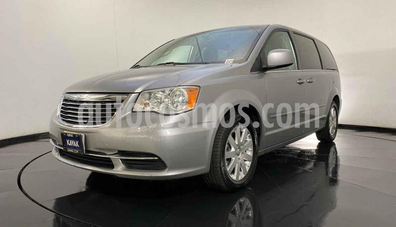 Chrysler Town and Country Touring 3.6L usado (2016) color Plata precio $274,999