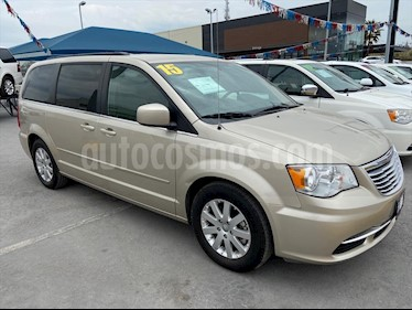 Chrysler Town and Country Touring 3.6L usado (2015) color Champagne precio $198,000