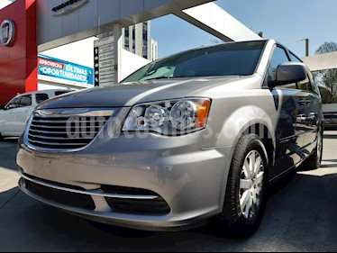 Chrysler Town and Country Touring 3.6L usado (2016) color Plata precio $295,000