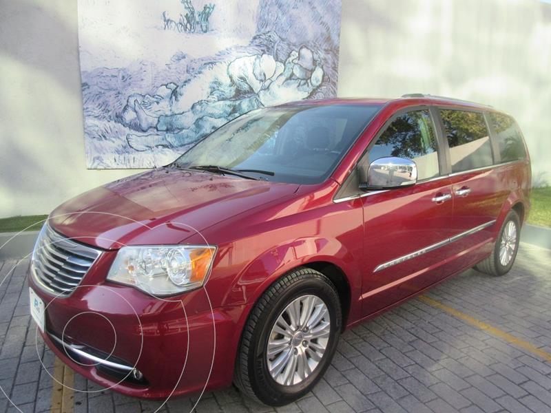 Foto Chrysler Town and Country Limited 3.6L usado (2015) color Rojo precio $275,000
