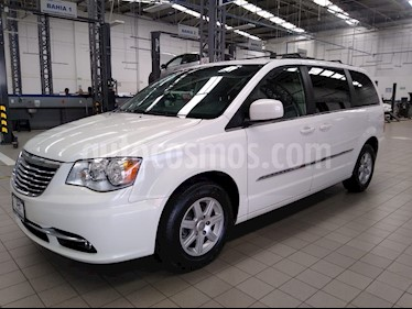 Chrysler Town and Country Touring 3.6L usado (2012) color Blanco precio $195,000