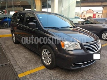 Chrysler Town and Country Touring 3.6L usado (2015) color Gris precio $257,000