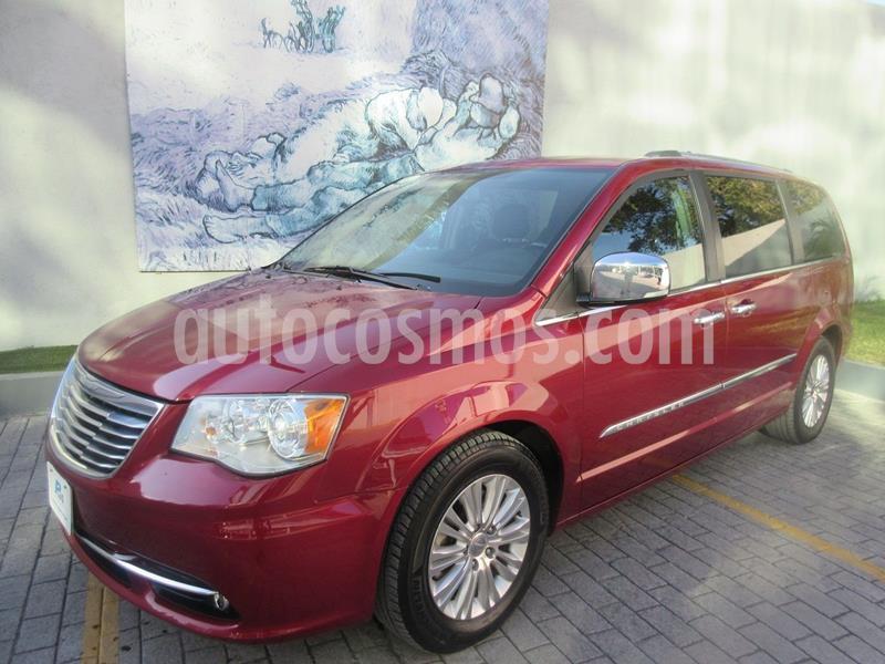 Chrysler Town and Country Limited 3.6L usado (2015) color Rojo precio $265,000