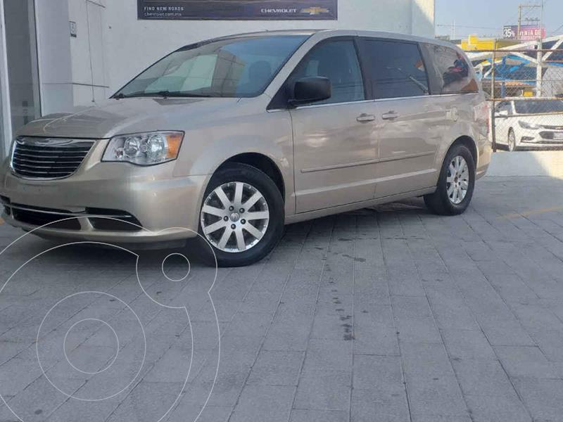 Chrysler Town and Country Li 3.6L usado (2016) color Dorado precio $250,000