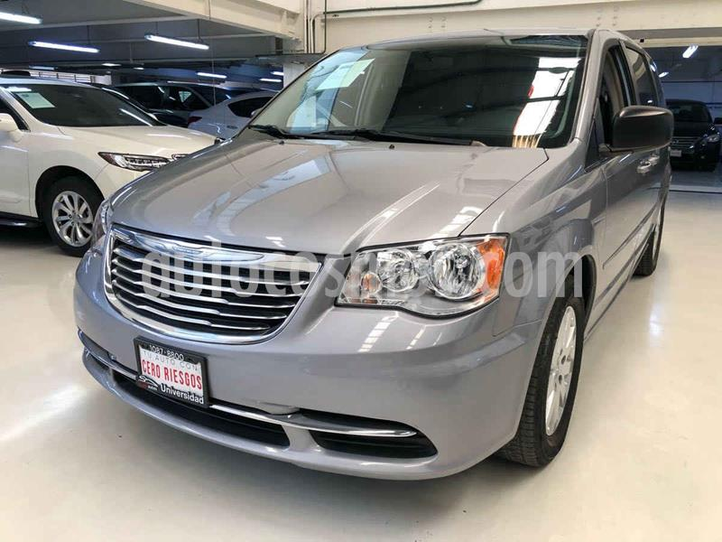 Chrysler Town and Country Li 3.6L usado (2016) color Plata Dorado precio $244,100
