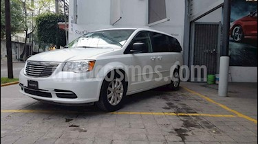 Chrysler Town and Country Li 3.6L usado (2016) color Blanco precio $275,000