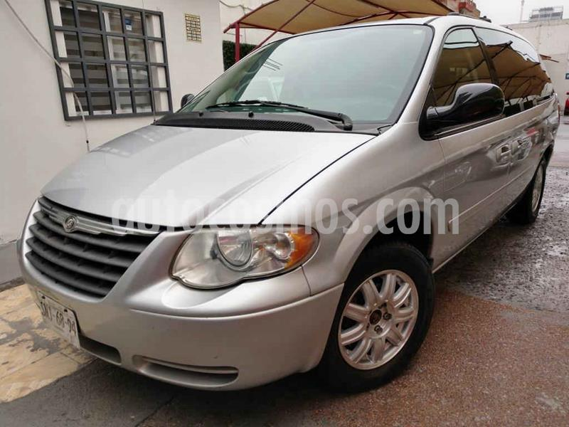 Chrysler Town and Country LX 3.6L usado (2005) color Plata precio $89,000