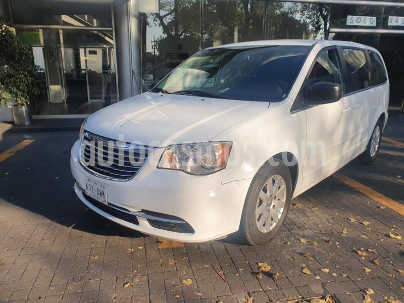 Chrysler Town and Country Touring 3.6L usado (2016) color Blanco precio $248,000