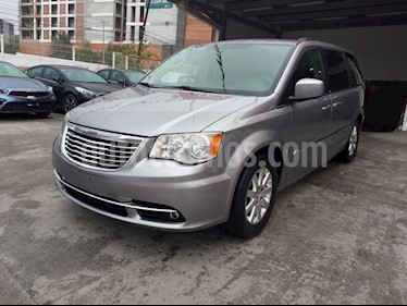 Chrysler Town and Country Touring 3.6L  usado (2013) color Plata precio $235,000