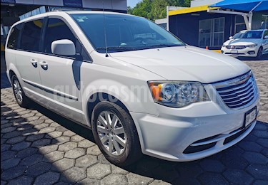 Chrysler Town and Country LX 3.6L usado (2014) color Blanco precio $210,000