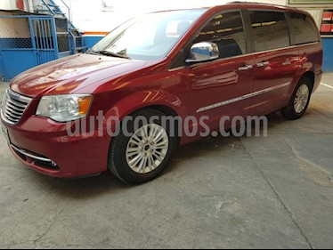 Chrysler Town and Country Limited 4.0L usado (2014) color Rojo precio $225,000