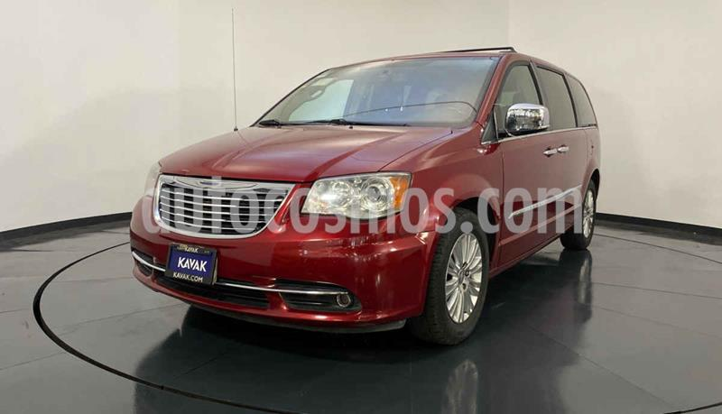 Chrysler Town and Country Limited 3.6L usado (2015) color Rojo precio $287,999
