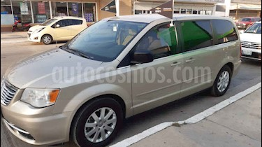 Chrysler Town and Country Limited 3.6L usado (2013) color Beige precio $150,000