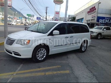 Chrysler Town and Country Touring 3.6L usado (2014) color Blanco precio $225,000