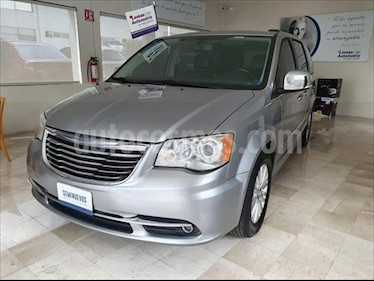Chrysler Town and Country Limited 3.6L usado (2015) color Plata precio $295,000