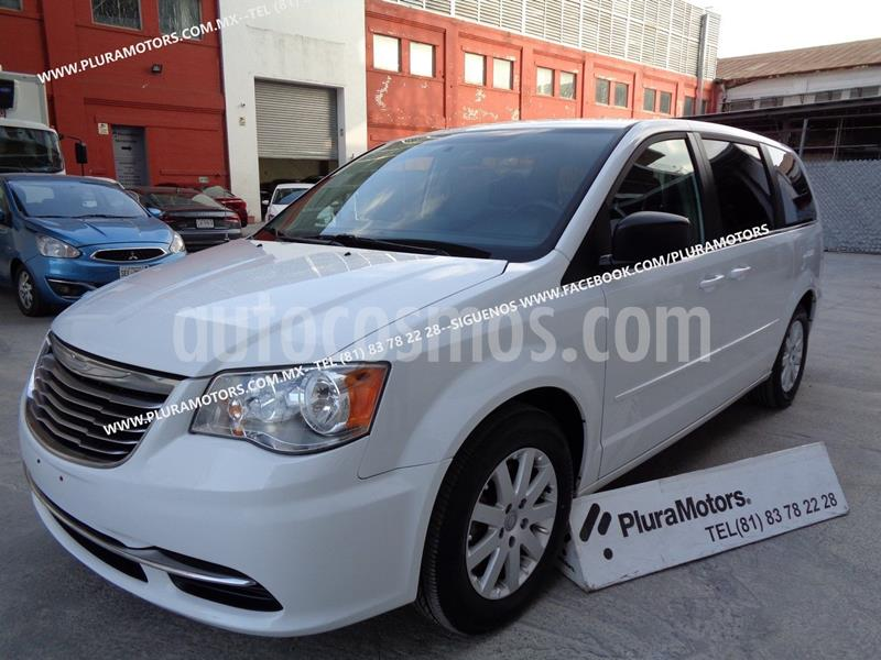 Chrysler Town and Country Li 3.6L usado (2015) color Blanco precio $199,000