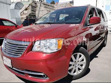 Chrysler Town and Country Touring 3.6L usado (2014) color Rojo precio $210,000