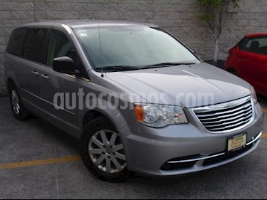 Chrysler Town and Country 5P LX V6/3.6 AUT usado (2014) color Plata precio $195,000