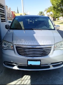 Chrysler Town and Country Limited 3.6L usado (2012) color Gris precio $189,000