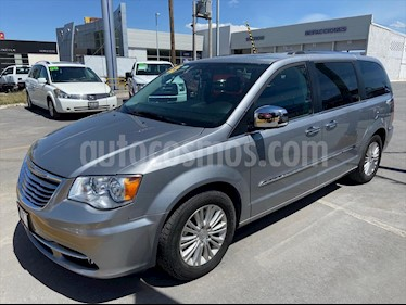Chrysler Town and Country Limited 3.6L usado (2015) color Plata precio $273,000
