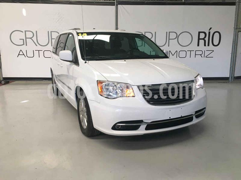 Chrysler Town and Country Touring 3.6L usado (2014) color Blanco precio $219,000