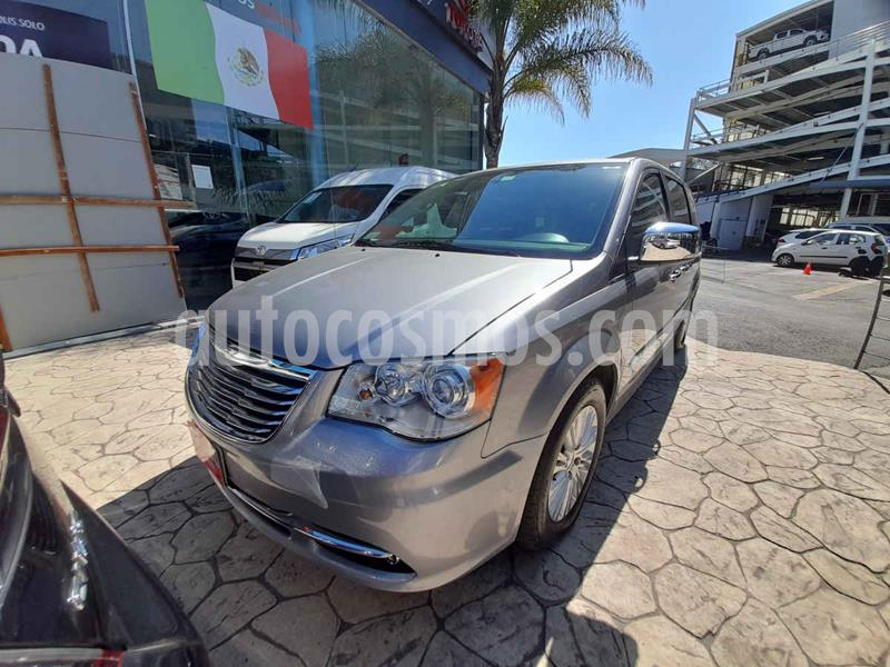 Chrysler Town and Country Limited 3.6L usado (2016) color Plata precio $310,000