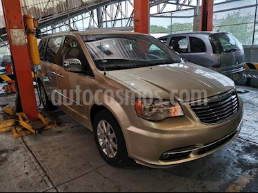 Chrysler Town and Country Limited 3.6L usado (2011) color Dorado precio $145,900