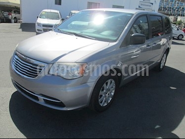 Chrysler Town and Country Li 3.6L usado (2016) color Plata precio $180,000