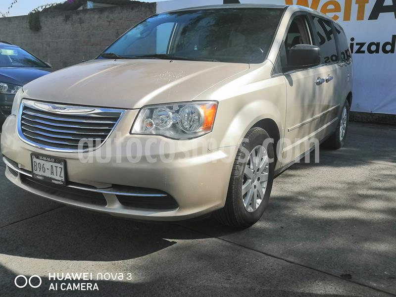 Chrysler Town and Country Limited 3.6L usado (2014) color Cashmere precio $180,000