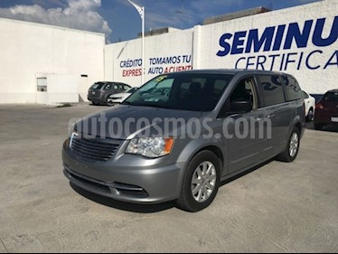 Chrysler Town and Country Li 3.6L usado (2015) color Gris precio $220,000