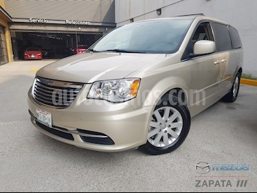 Foto Chrysler Town and Country Touring 3.6L usado (2015) color Cashmere precio $225,000