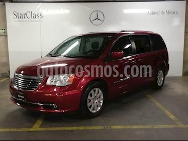 Foto venta Auto Seminuevo Chrysler Town and Country Touring 3.6L (2013) color Rojo precio $259,000