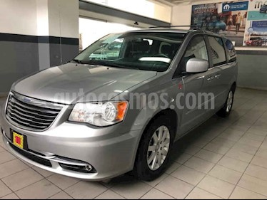 Foto venta Auto usado Chrysler Town and Country Touring 3.6L (2015) color Gris precio $280,000