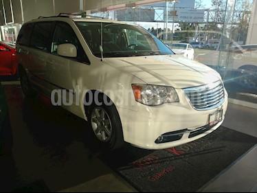 Foto venta Auto Seminuevo Chrysler Town and Country Touring 3.6L  (2013) color Blanco precio $229,000