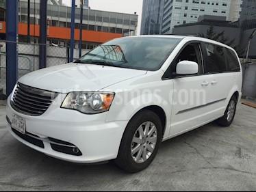 Foto venta Auto Seminuevo Chrysler Town and Country Touring 3.6L (2014) color Blanco precio $265,000