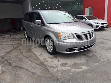 Foto Chrysler Town and Country Touring 3.6L usado (2012) color Plata precio $240,000