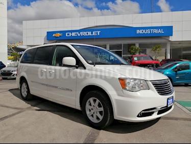 Foto Chrysler Town and Country Touring 3.6L usado (2011) color Blanco precio $180,000