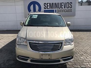 Foto venta Auto Seminuevo Chrysler Town and Country Touring 3.6L (2014) color Dorado precio $275,000
