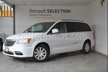 Foto venta Auto usado Chrysler Town and Country Touring 3.6L (2015) color Blanco precio $250,000