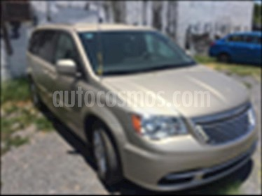 Chrysler Town and Country Touring 3.6L usado (2016) color Champagne precio $325,000