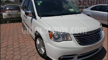 Foto venta Auto Seminuevo Chrysler Town and Country Touring 4.0L (2010) color Blanco precio $160,000