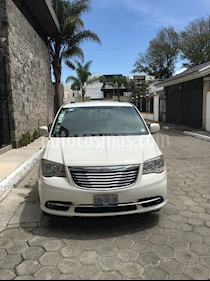 Chrysler Town and Country Touring Piel 3.6L usado (2011) color Blanco precio $135,000